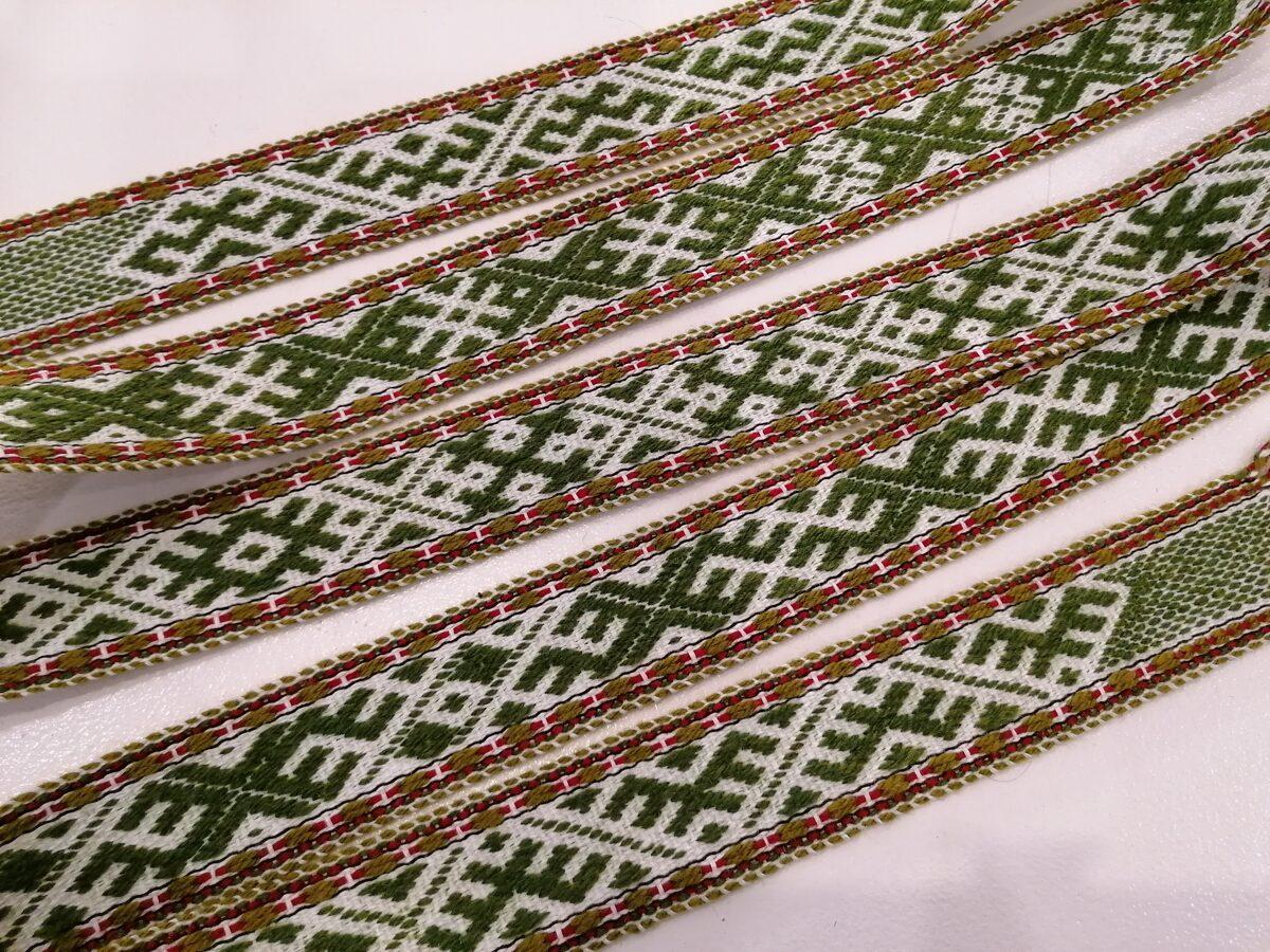Rakstaina jostiņa ar dažādām latvju rakstu zīmēm RB#05 ZAĻŠ/BALTS