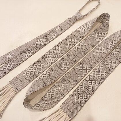 Josta un kaklasaite - austi bārza rakstā